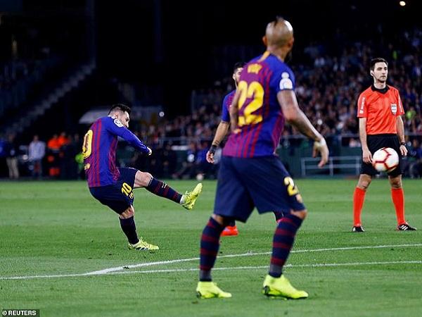 Messi lập hat-trick, Barca tiến sát ngôi vô địch La Liga