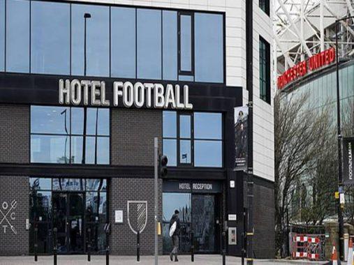 Bóng đá Anh chiều 24-3: Neville và Giggs hiến khách sạn, chung tay chống đại dịch