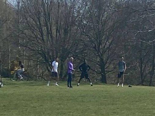 HLV Mourinho lâm nguy khi dẫn học trò đi tập trong lúc dịch