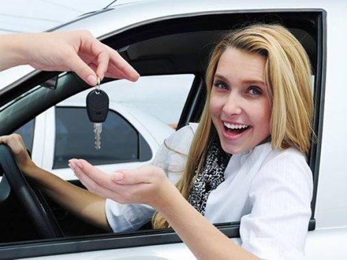 Mơ thấy ngồi trên xe ô tô đánh con gì, điềm hên hay xui?