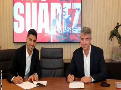Tin bóng đá tối 26/9: Suarez cười tươi trong lễ ký hợp đồng với Atletico