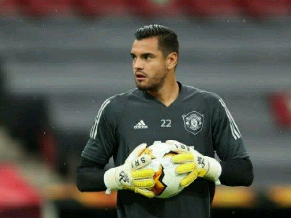 Bóng đá Anh 28/10: MU họp bàn tương lai của Romero